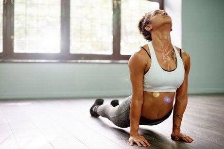 Karın Şişliğini ve Gazı Azaltmak İçin En Etkili 5 Egzersiz