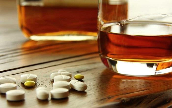 İlaç Kullanıp Kesinlikle Alkol Tüketmemesi Gereken Kişiler