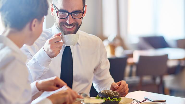 Öğle Yemeğinin Yeri ve Önemi Nedir